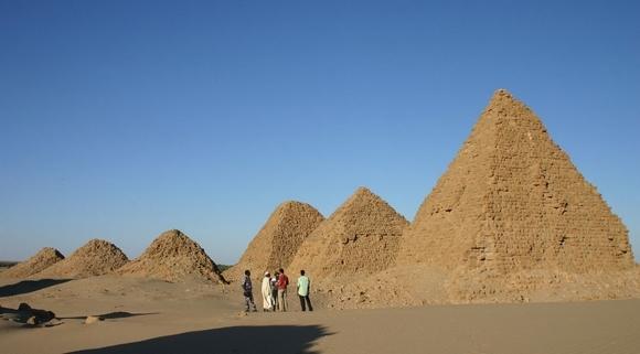 19-nurri pyramides21.jpg
