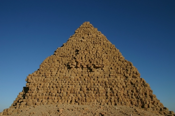 19-nurri pyramides16.jpg
